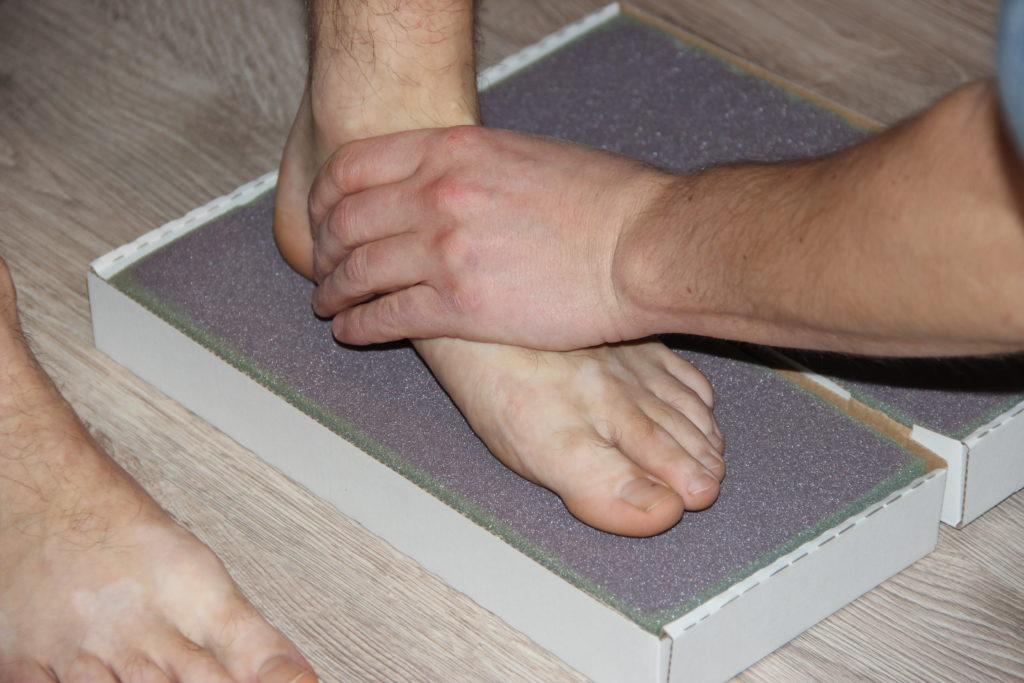 odcisk stopy pacjenta na piance ortopedycznej
